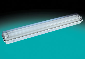 Fluorescent cooler/freezer light fixture